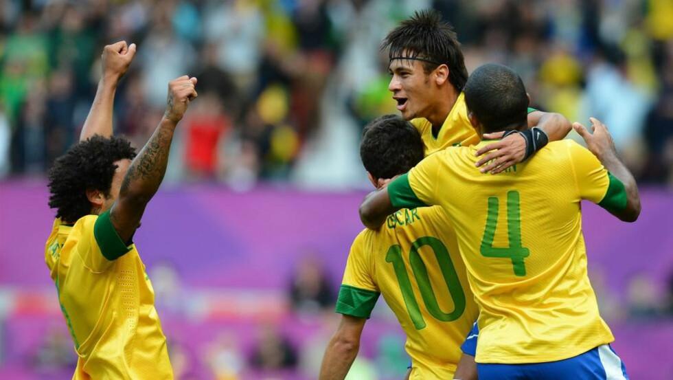 TALENTFULL GJENG: Neymar, her med Oscar, Juan og Marcelo på Old Trafford i ettermiddag. Foto: SCANPIX/AFP/ANDREW YATES