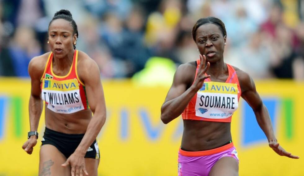 SENDT HJEM:Sprinteren Tameka Williams (t.v) fra St. Kitts og Nevis er trukket fra OL og blir hjemsendt etter å ha medgitt å ha benyttet et ulovlig stoff. Foto: AFP PHOTO / ADRIAN DENNIS