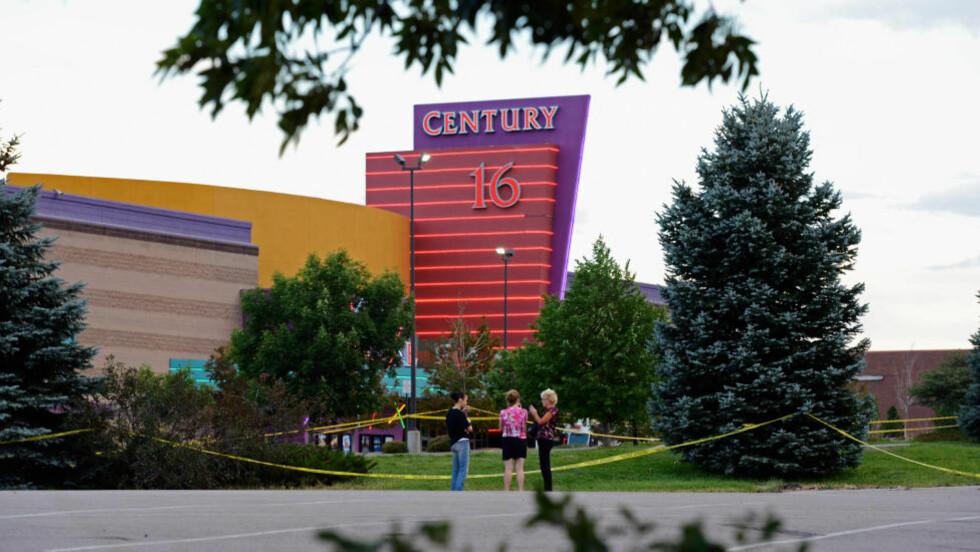 KINOEN: Den 19. juli ble 12 personer skutt og drept inne på denne kinoen i Aurora. Foto: Kevork Djansezian/Getty Images/AFP/NTBScanpix