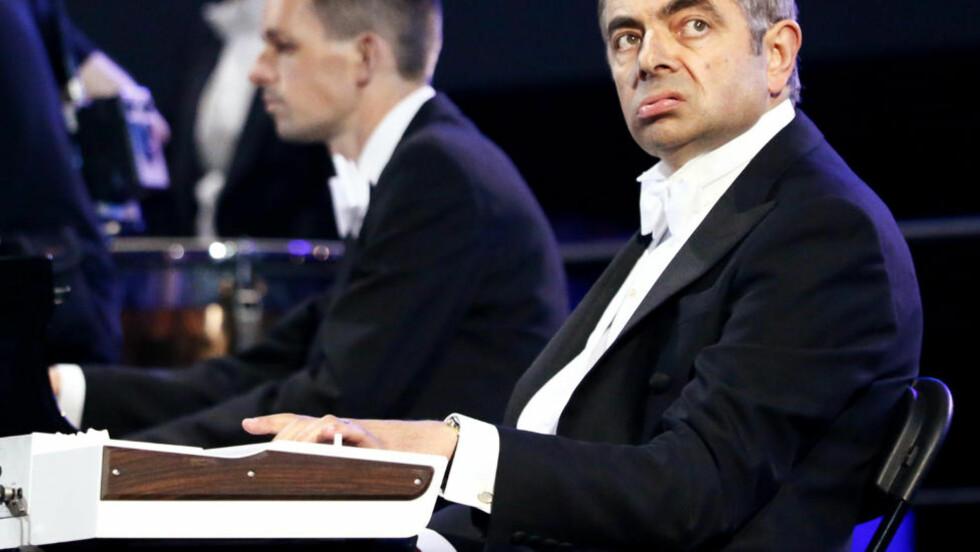EN KLOK KLOVN:  Med Rowan Atkinsons figur Mr. Bean kledde britene av den vante olympiske prakt. Det er slik vi også må se vår egen toppidrett. FOTO: SPORT OLYMPICS ENTERTAINMENT.