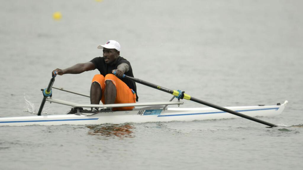 TEKNIKKLØS: - Jeg har ingen teknikk, jeg har bare styrke, sier Hamadou Djibo Issaka. Han er Nigers første roer i et OL.  REUTERS/Philip  Brown/NTB Scanpix