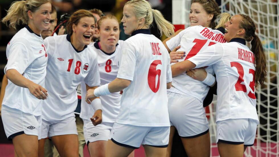 PUBLIKUMSFAVORITTER: Over en million nordmenn så håndballkampen i går kveld. Klikktallene på NRK sine nettsider nærmer seg ny mesterskapsrekord. Foto: Lise Åserud / NTB scanpix