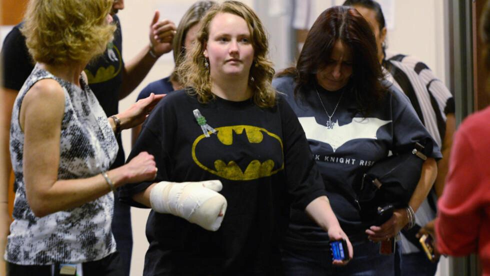 MØTTE I BATMAN-TRØYE: Flere ofre var til stede i retten i dag, der James Holmes ble siktet for 12 drap og 116 drapsforsøk. Foto: AFP / Getty / NTB Scanpix