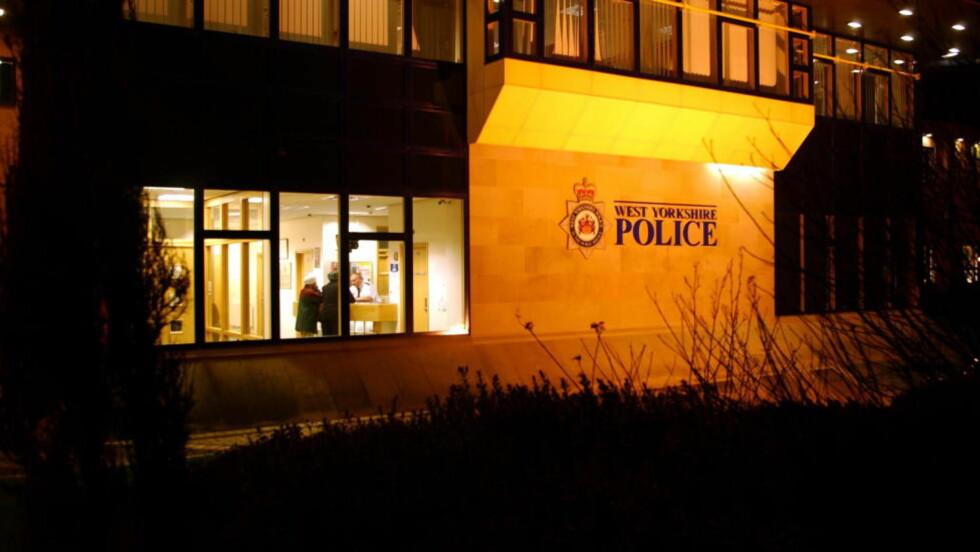 BER OM HJELP: Politiet her i West Yorkshire klarer ikke å finne ut på egen hånd hvor ei lita jente, som meldte at moren hennes hadde falt om, har ringt fra. Foto: Keith Hammett / Dagbladet