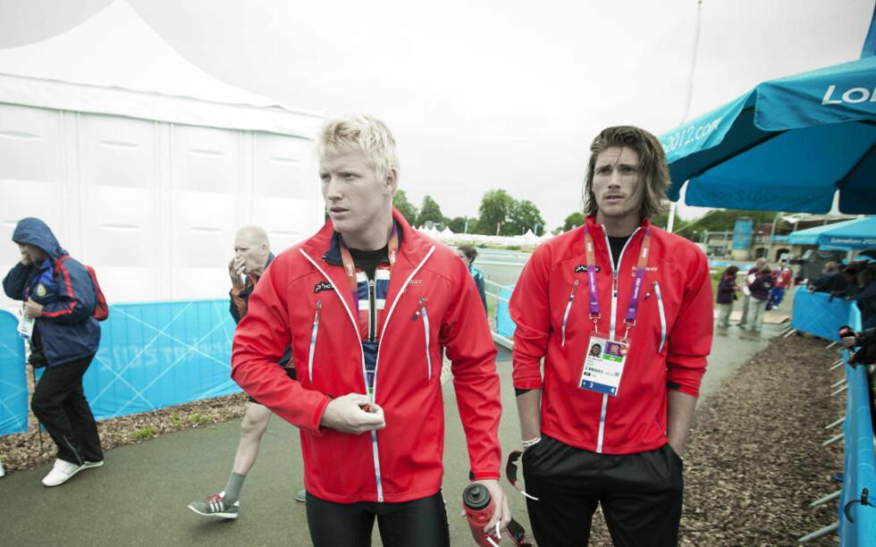 SER FRAMOVER: Kjetil Borch og Nils Jakob Skulstad Hoff (t.h) var naturligvis langt nede etter å ha blitt slått ut i semifinalen i dobbeltsculler, men er også tydelige på at det kommer nye muligheter i fortsettelsen. Foto: Bjørn Langsem / Dagbladet.