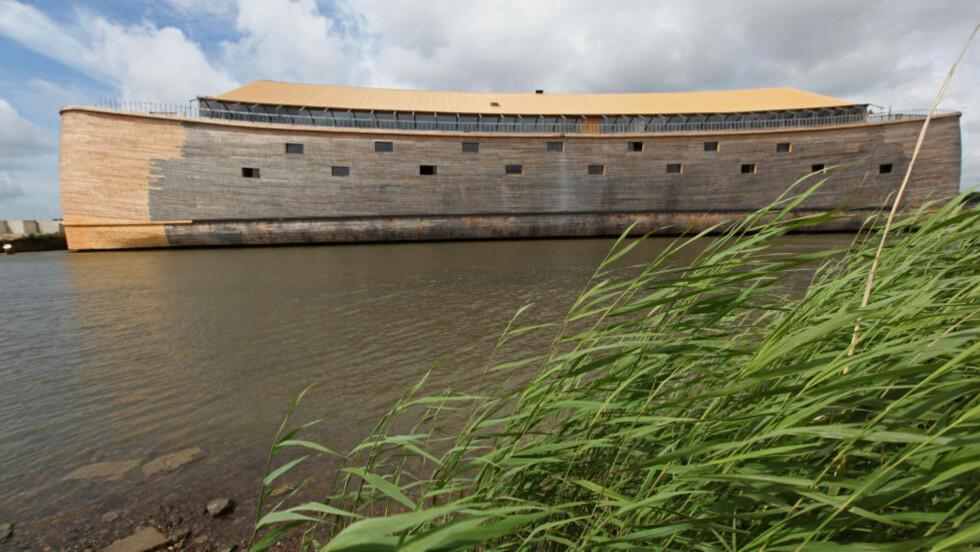 137 METER LANG: Denne rekonstuksjonen av Noas ark er hele 137 meter lang og 14 meter høy. Foto: ANOEK DE GROOT / AFP / NTB Scanpix