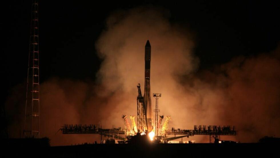 VOLDSOMME KREFTER: Det russiske fartøyet tar av på vei mot romstasjonen ISS, ved 0135-tida i natt lokal tid i Kasakhstan. Foto: AFP / NTB Scanpix