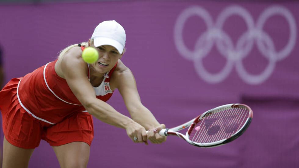 PÅ ETTERSKUDD: Caroline Wozniacki var fullstendig sjanseløs mot Serena Williams i kvartfinalen av OL-turneringen. Foto: Mark Humphrey / AP Photo / NTB Scanpix