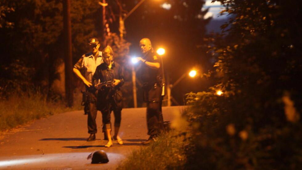 - DRAPSFORSØK: Store bevæpnede politistyrker og etterforskere fra Kriminalvakta rykket ut da en 27-åring ble skutt på Ellingsrud 30. juli. Foto: Sondre Steen Holvik