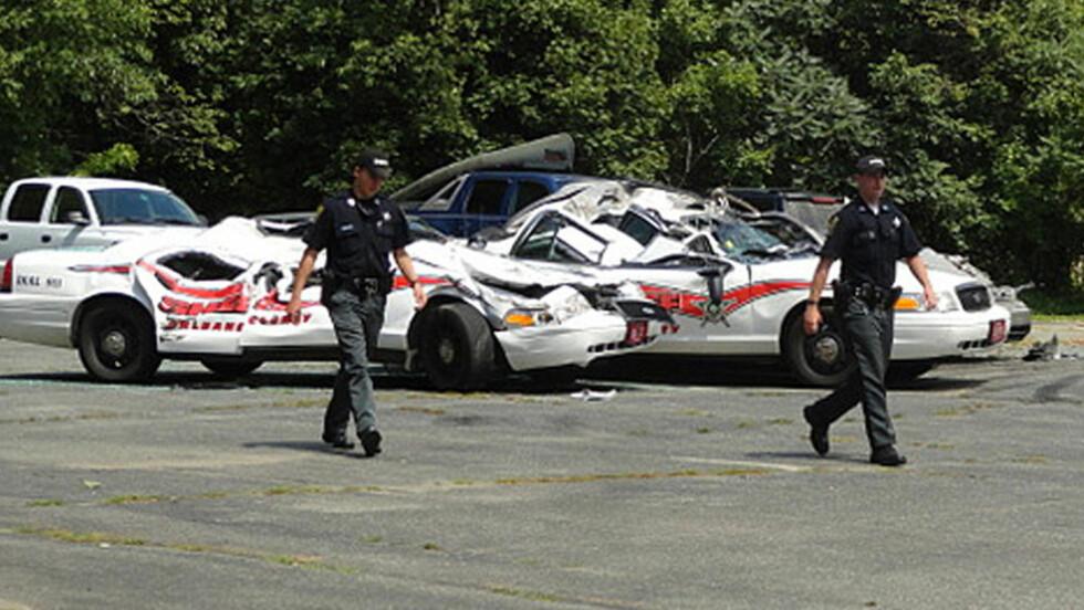 VILL FERD: En sint bonde med traktor ramponerte torsdag sju politibiler i USAs delstat Vermont. Foto: Scott Wheeler, Northland Journal / AP Photo / NTB Scanpix