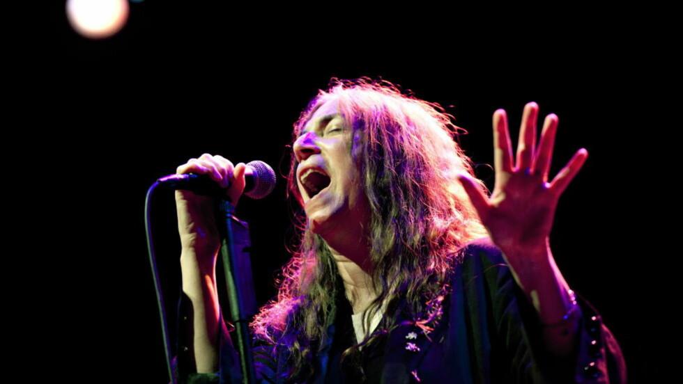 BOK OG PLATE: Artist og forfatter Patti Smith holdt konsert på Sentrum Scene onsdag kveld. Foto: Anette Karlsen / NTB Scanpix