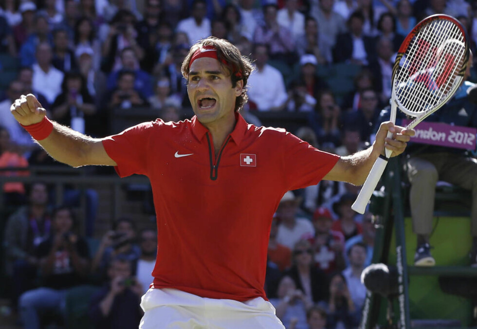 TO SERVEBRUDD: To servebrudd var alt Roger Federer maktet å få til i løpet av fire timer og 26 minutter mot Juan Martin Del Potro. Det bvar imidlertid nok til å ta seg til OL-finale. Foto:  Elise Amendola / AP Photo / NTB Scanpix