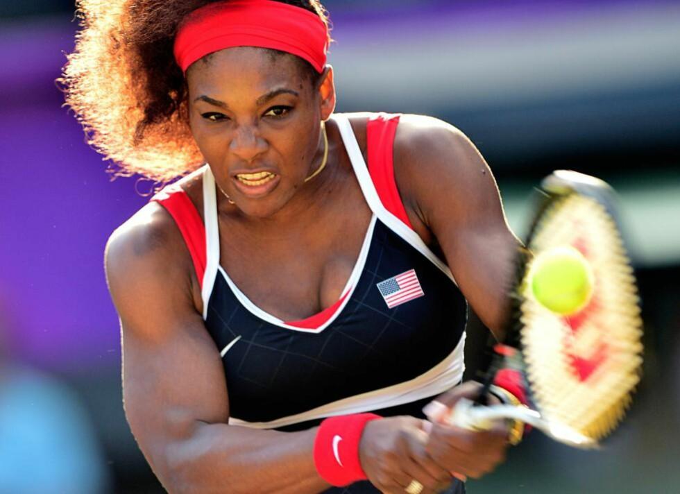 I EGEN KLASSE: Serena Williams feide Viktoria Azarenka av Wimbledon-gresset i OL-semifinalen. Kampen var over i løpet av en time og to minutter. Foto: Martin Bernetti / AFP PHOTO / NTB Scanpix