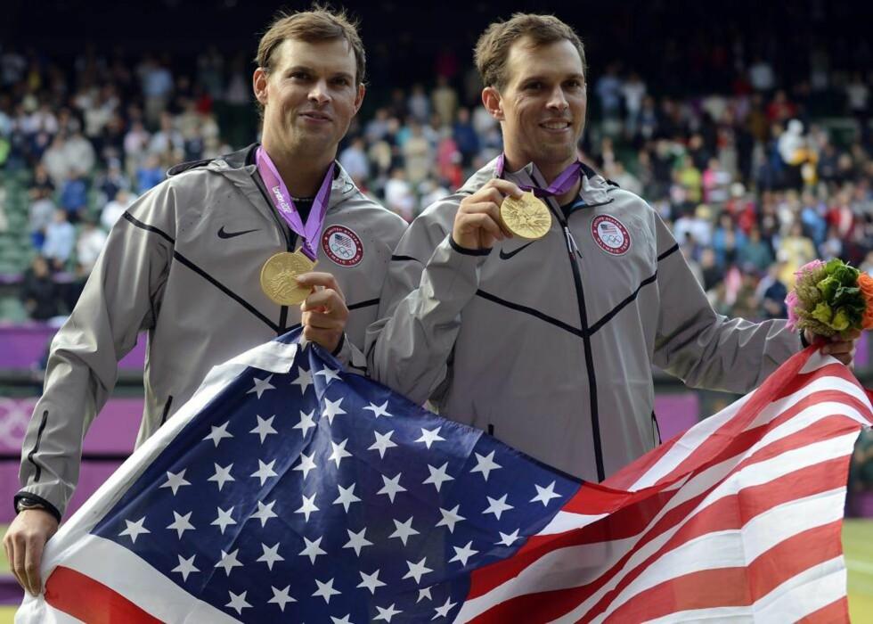 SEIERSMASKINER: Bob og Mike Bryan hadde vunnet nesten alt i double, men manglet et OL-gull. I dag kompletterte de samlingen. Foto: ANDY RAIN / EPA / NTB scanpix