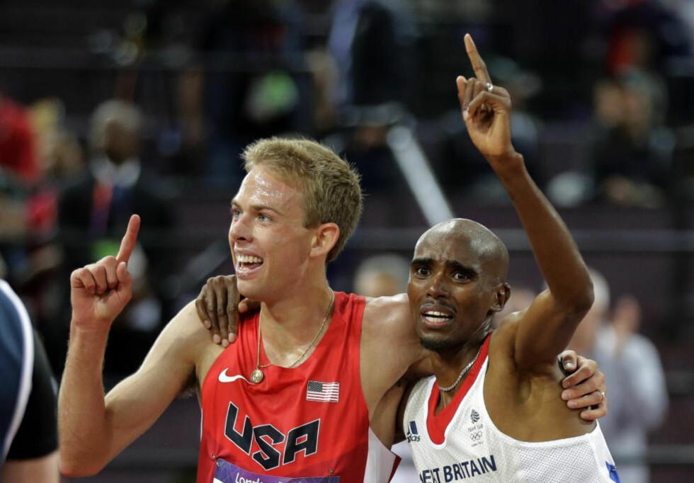 TRE FRIIDRETTSGULL: Mo Farrah (t.h.) sørget for Storbritannias tredje friidrettsgull i løpet av lørdagskvelden da han spurtet til seier på 10 000 meter. Som om ikke det var nok for den britiske langdistansehelten, tok treningskameraten Galen Rupp fra USA sølvet.Foto: David J. Phillip / AP Photo / NTB Scanpix