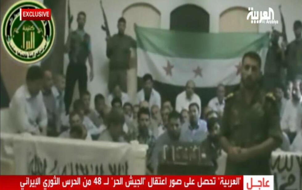 - IRANSKE OFFISERER: Opprørsstyrken Free Syria Army hevdet i dag i et eksklusivt intervju med saudiske Al-Arabiya at de 48 iranske fangene slett ikke er pilegrimer, men soldater og offiserer. Foto: Al-Arabyia/AFP/NTB Scanpix