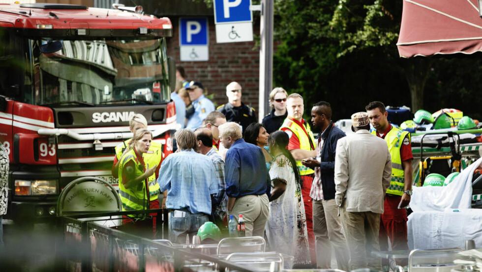 EVAKUERTE BEBOERE: : Over 35 beboerer i en boligblokk på Tøyen i Oslo ble i går ettermiddag evakuert etter en brann. Foto: Christian Roth Christensen