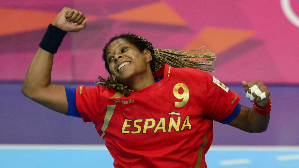 VIL SENKE NORGE: Spania storscorer Marta Gonzalez Mangue preger som vanlig toppscorerlista i et håndballmesterskap.Hun er i storform i OL og gleder seg til å hamre løs mot de norske målvaktene i kveld. Foto: AFP PHOTO/ JAVIER SORIANO