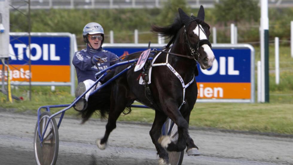 SUVEREN IGJEN: Vidunderhesten Tekno Odin vant svenskt derby i overlegen stil. Foto: Hesteguiden.com