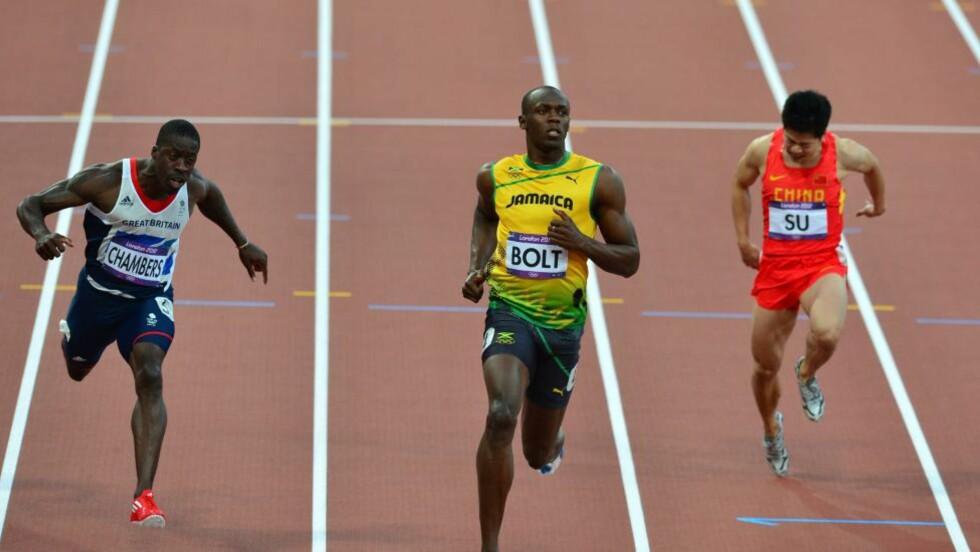 ENKELT: Usain Bolt hadde full kontroll i semifinalen. Foto: AFP  / GABRIEL BOUYS /NTB scanpix