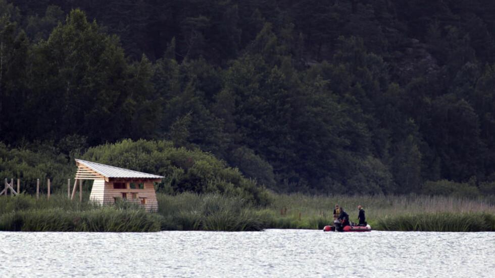 Dykker: Dykkere gjør søk i Østensjøvannet etter den savnede jenta. Foto: Frank Karlsen / Dagbladet