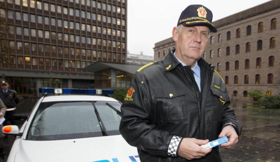 SKEPTISK: Sjef i utrykningspolitiet, Runar Karlsen, mener det blir for krevende for bilister å ha fast piggdekkdato. Foto: Morten Holm / Scanpix