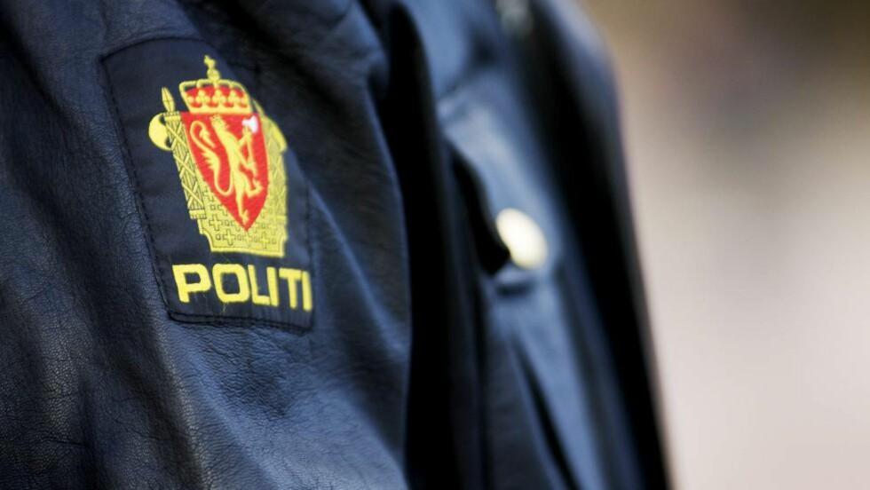 FJERNET BILDER: Detaljerte instruksjoner og bilder av norske politiuniformer har vært tilgjengelige på internett i flere år. Nå har politiet fjernet bildene fra sine egne nettsider. Foto: KYRRE LIEN / NTB SCANPIX