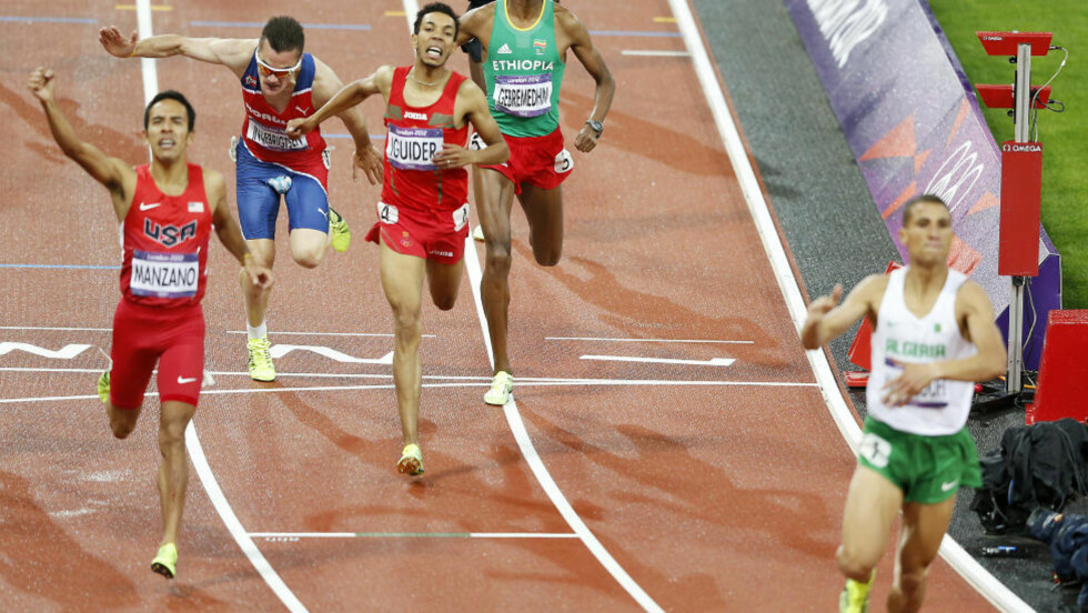 ET HISTORISK FOTO;  Aldri har en nordmann vært lenger framme i en OL-finale på 1500 meter. Her er Henrik og solbrillene hans inne på 5.plass. FOTO: Bjørn Langsem / Dagbladet.