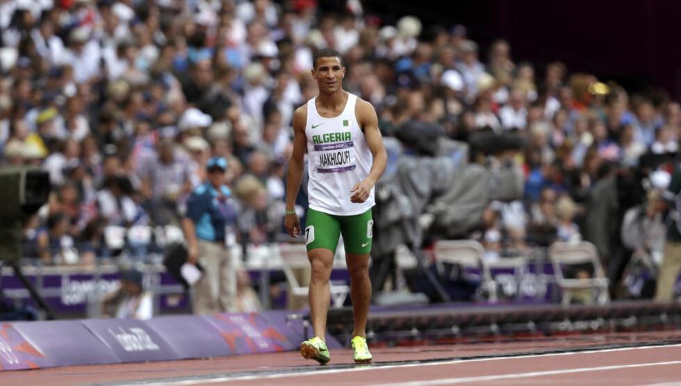 UTE PÅ TUR: Algeries Taoufik Makhloufi hadde det ikke travelt i sitt 800 m-heat. Det får han svi for. Foto: Scanpix AP / Anja Niedringhaus