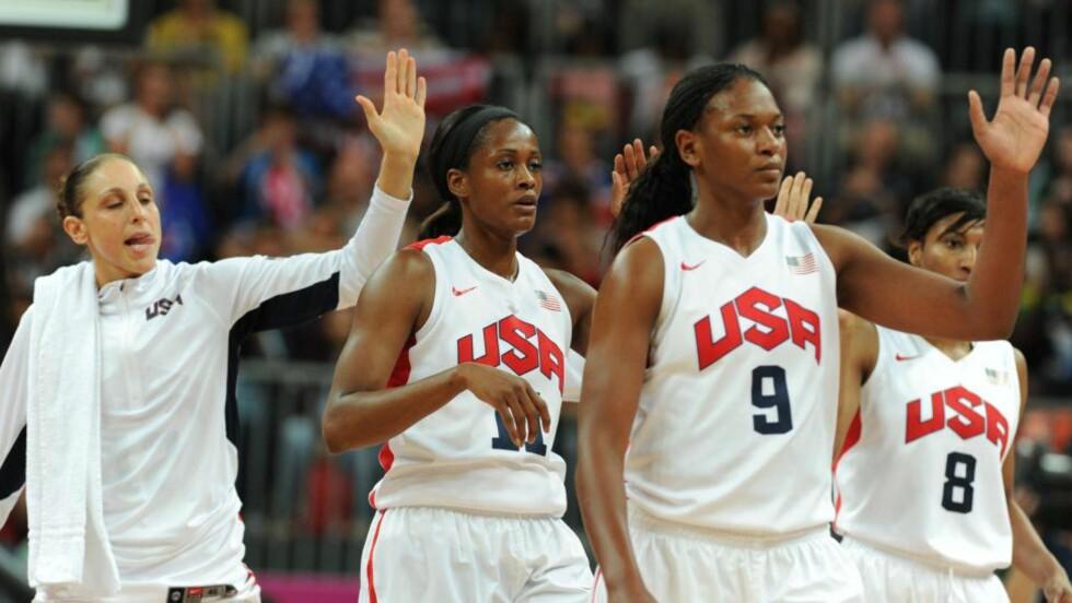 IKKE TAPT SIDEN 1992: USAs kvinnelag i basketball har ikke tapt en OL-kamp siden semifinalen i 1992 og aktet ikke å la naboen i nord gjøre slutt på den statistikken. Etter 19-8 i første periode var skriften på veggen, og til slutt sto det 91-48. Foto: NTB Scanpix