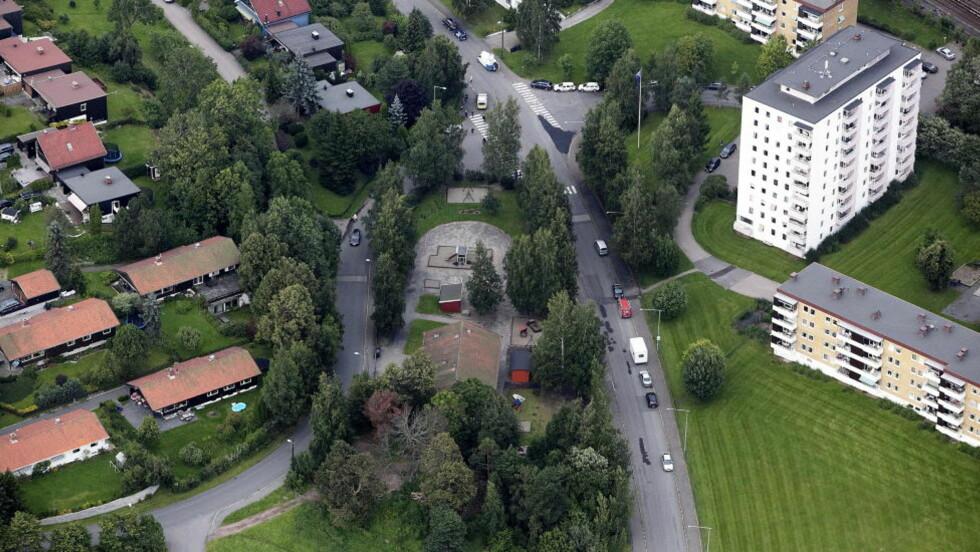 SISTE SPOR: Her er et bilde tatt over barnehagen der de siste sporene av den savnede 16-åringen ble funnet. Foto: Christian Roth Christensen / Dagbladet