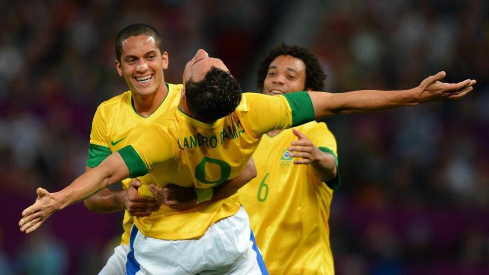 TIL FINALE: Leandro Damião scoret to ganger da Brasil tok seg til OL-finale på bekostning av Sør-Korea. Foto: AFP PHOTO / ANDREW YATES
