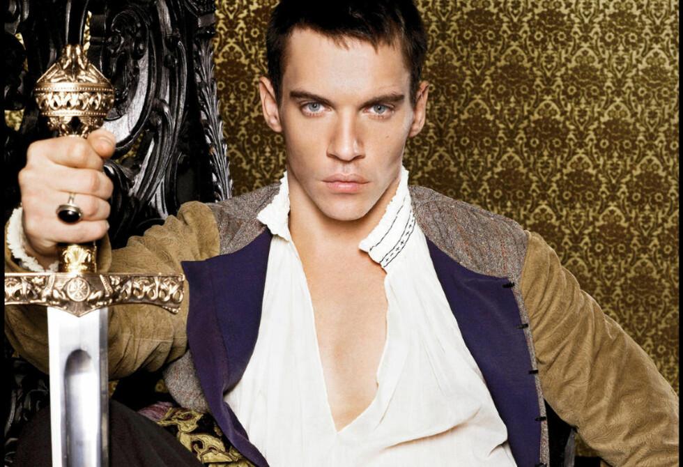 HELT KONGE: Jonathan Rhys Meyers er mest kjent for TV-rollen som Henry VIII i «The Tudors». Men han har også spilt Elvis og er aktuell for Harald Zwart-fantasy. FOTO: STELLA PICTURES