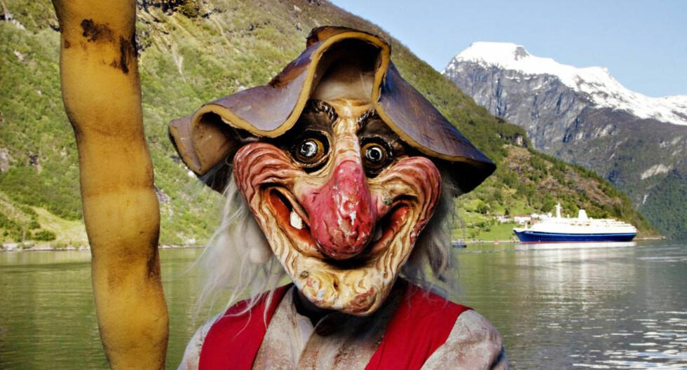 CRUISETROLL: I Geiranger jakter turistene etter postkortmotiver - og troll. Foto: Agnete Brun / Dagbladet