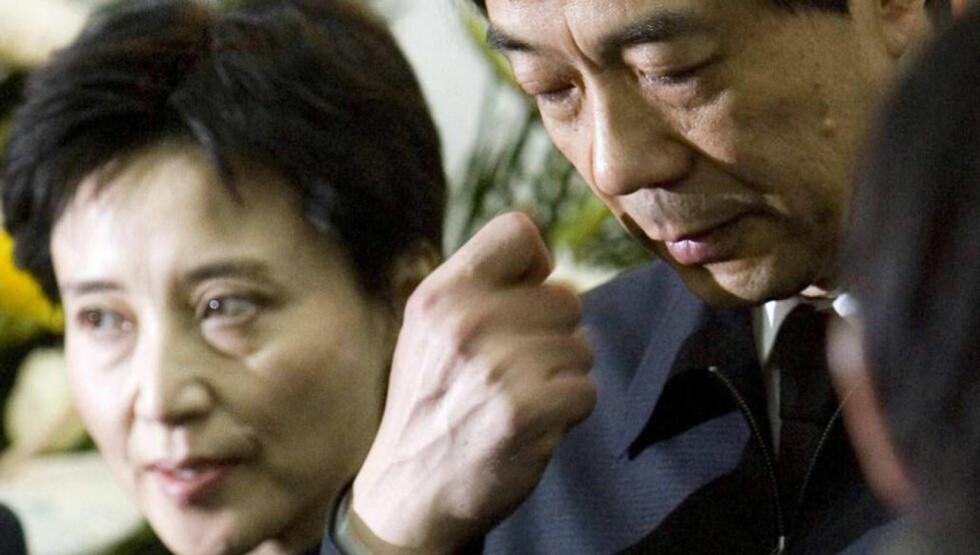 FAMILIEN MACBETH: Gu Kailai (t.v.) har tilstått drap og «økonomiske forbrytelser», mens ektemannen Bo Xilai kan gå fri.  Foto: Reuters / NTB Scanpix