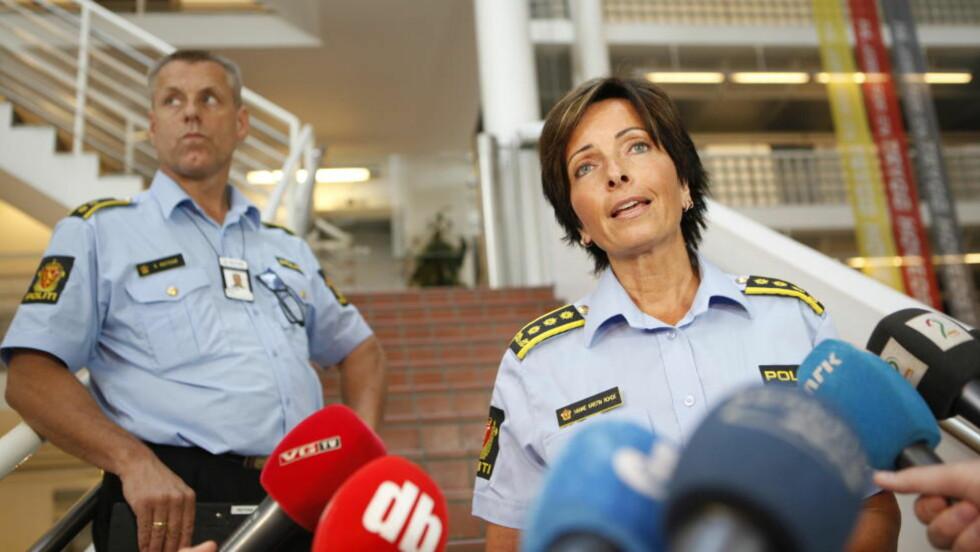 VENTER GJENNOMBRUDD: Fra Politiets pressekonferanse i går. Rune Instebø og politi-inspektør Hanne Kristin Rhode. Foto: Anette Karlsen / NTB scanpix