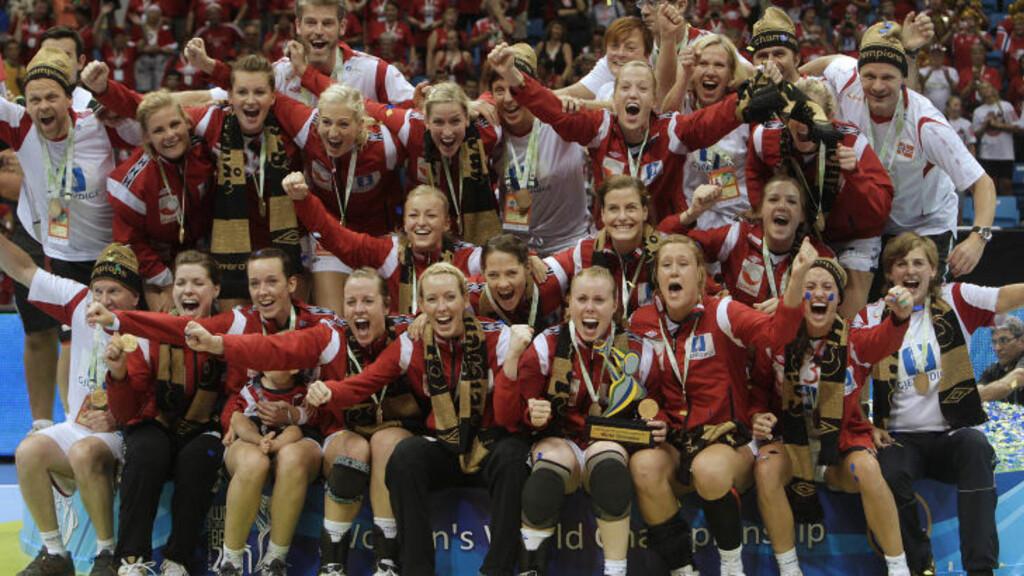 OVERLEGENT: Norge vant enkelt 34-22 over Frankrike i fjor og tok hjem VM-pokalen. Foto:  (AP Photo/Andre Penner)