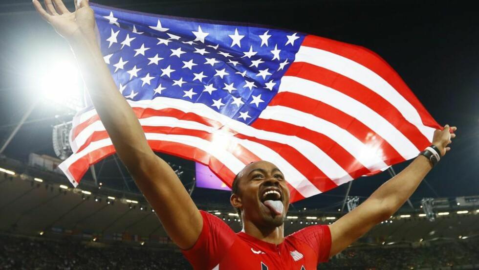 GULL: Amerikanske Aries Merritt vant mennenes 110 meter hekk under London-OL onsdag. Han satte personlige rekord med vinnertiden 12,92 sekunder. Foto: EPA/KERIM OKTEN