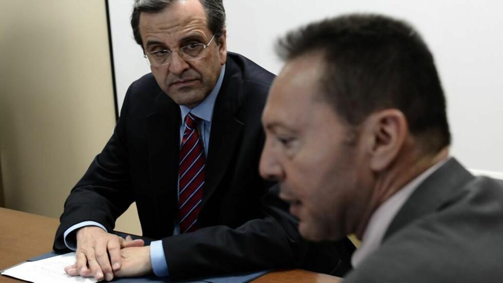 FÅR IKKE KRISEHJELP: Den greske statsministeren, Antonis Samaras, og finansminister Yannis Stournaras under et møte i Aten 8. august. Foto: AFP PHOTO / ARIS MESSINIS