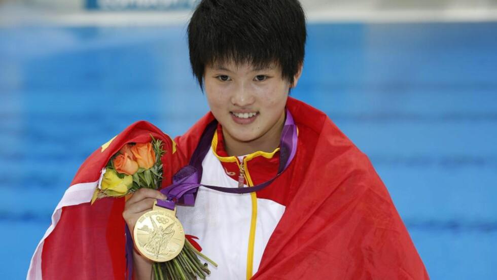 SJETTE OL-GULL TIL KINA: Kina imponerer i stup under sommerlekene i London. Chen Ruolin sørget for landets sjette OL-gull i disiplinen torsdag da hun vant kvinnenes 10 meter. Foto: EPA/PATRICK B. KRAEMER