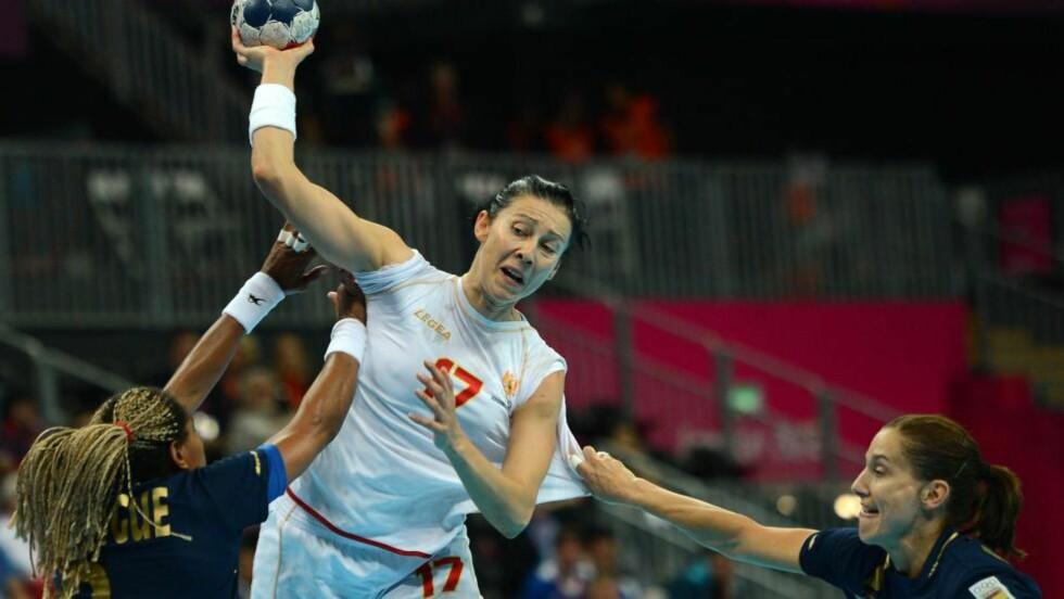 TIDENES BESTE: Bojana Popovic legger opp om to dager og kan avslutte en fantastisk karriere med OL-gull. Bare Norge står mellom Montenegro og en sensasjonell seier. Foto: AFP PHOTO/ CHRISTOPHE SIMON