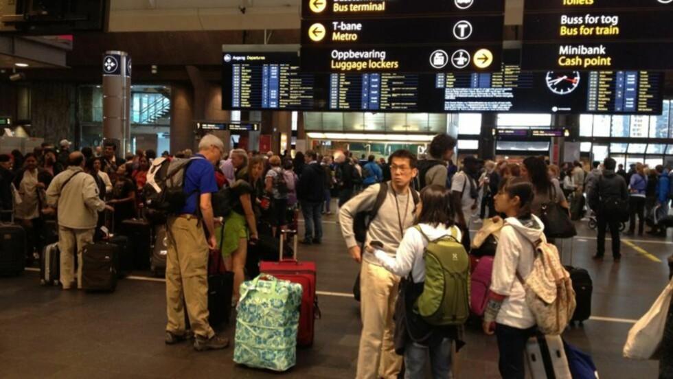 KAOS: Tusenvis av mennesker blir rammet av togstansen. Foto: Therese Doksheim/Dagbladet