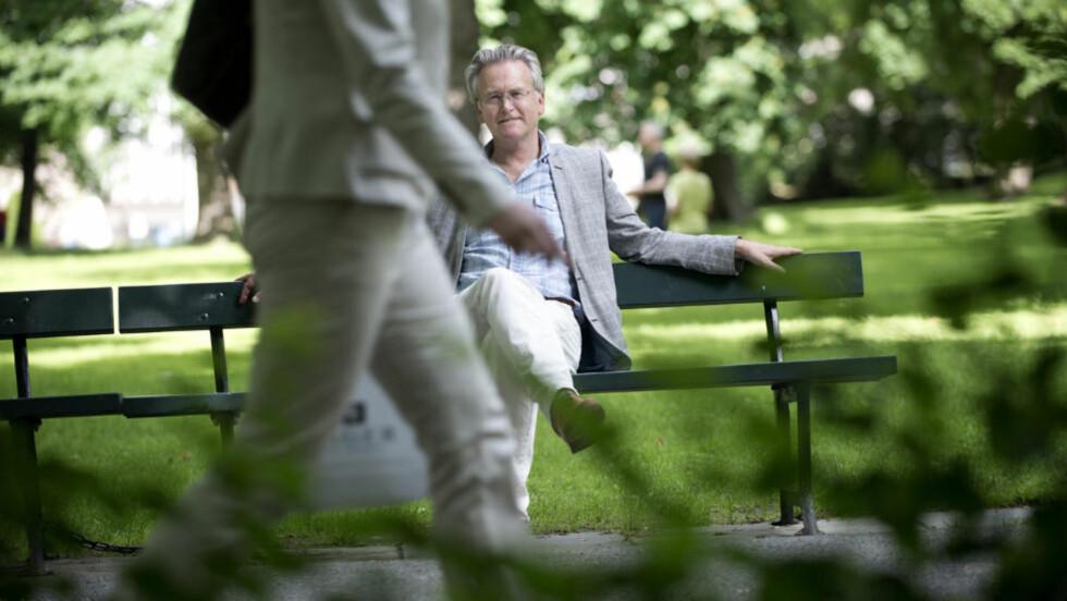 INSPIRERT AV VIRKELIGHETEN: Gunnar Staalesen har hentet inspirasjon fra autentiske krimsaker i sin nyeste bok. - Man kan ikke annet enn å ha medfølelse med dem som opplever dette, sier forfatteren om letingen etter savnede Sigrid Giskegjerde Schjetne (16). Foto: Thomas Haugersveen