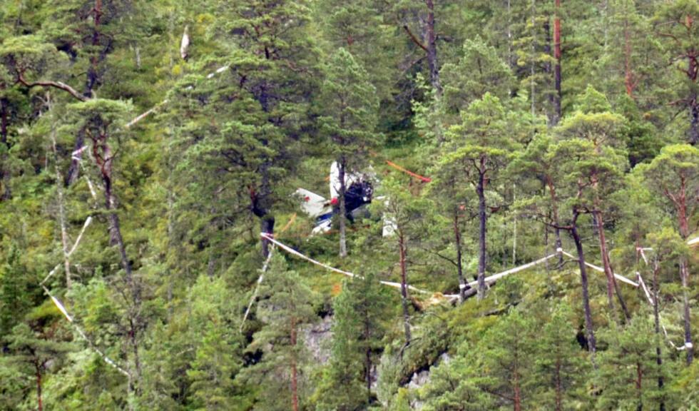 TRE OMKOM:  Alle de tre om bord omkom da et småfly traff en fjellside på østsiden av Sørvatnet i Bjugn kommune. Foto: Kim Roger Asphaug / NTB scanpix