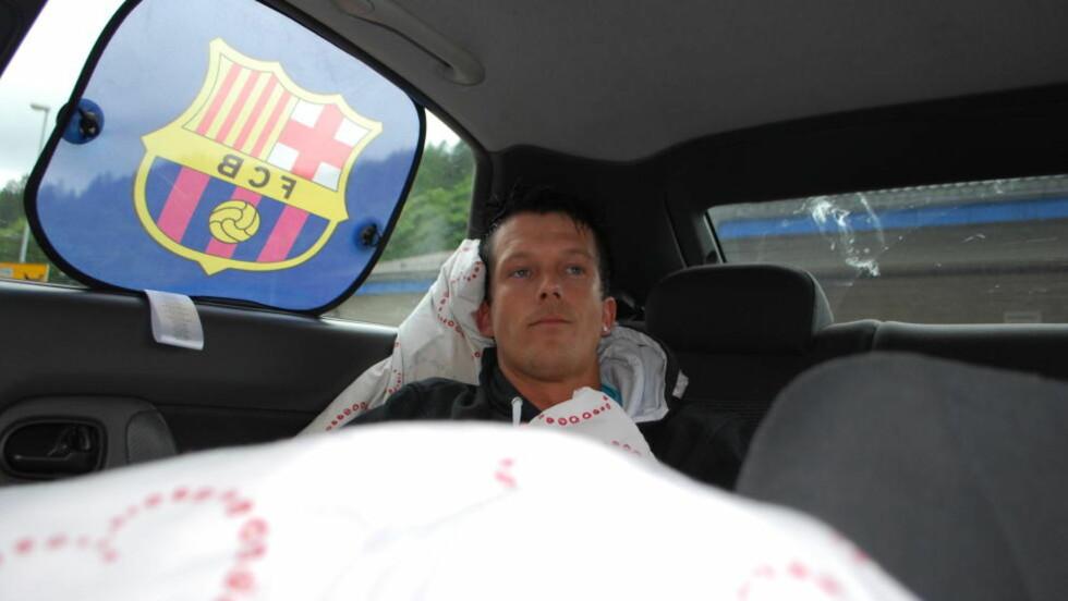 SOVER I BILEN: Alf Christar Michelsen i Bergen har ikke råd til å sove andre steder enn i sin gamle personbil. Foto: Leif Stang / Dagbladet