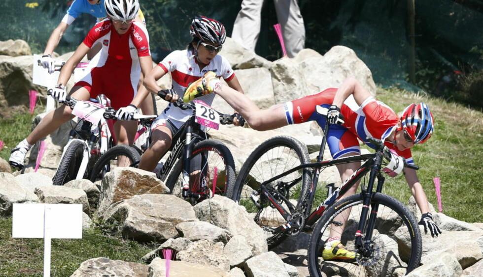 ELENDIG START: Gunn-Rita Dahle Flesjå fikk en horribel start på OL-rittet. Hun gikk i bakken like etter start. Foto: Heiko Junge / NTB scanpix