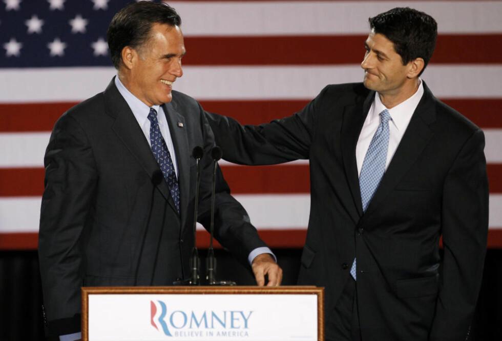 ANGRIPES: Mitt Romneys nyutnevnte visepresidentkandidat, kongressmannen Paul Ryan, angripes for å ha støttet en politikk som førte til krasjlanding for amerikansk økonomi. Her med presidentkandidat Mitt Romney i april i år. Foto: AP Photo/M. Spencer Green, File