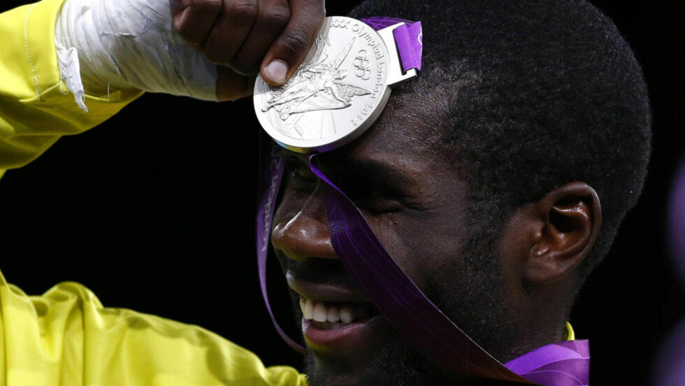 DRØMTE SEG BORT:Anthony Obame vant Gabons aller første OL-medalje med finaleplass i taekwondo lørdag, men det burde blitt gull, men Obame drømte seg bort og ble straffet.  Foto: REUTERS/Darren Staples