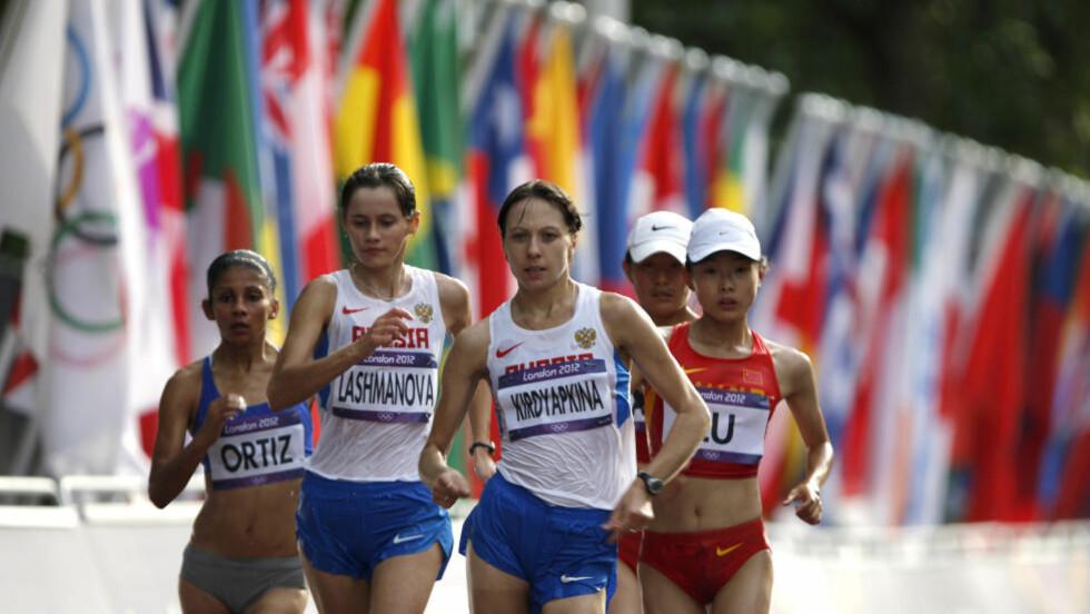 VANT! Jelena Lasjmanova (20) fra Russland vant lørdag 20 kilometer kappgang på verdensrekordtiden 1.25.02. Samtidig ødela hun landskvinnen Olga Kaniskinas håp om å forsvare gullet fra Beijing. Foto: AP Photo/Emilio Morenatti