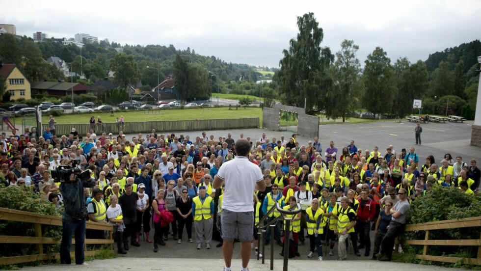 NYE SØK: Bengt Eriksen koordinerte de omtrent 400 frivillige som hadde møtt opp for å lete etter Sigrid i dag.  Foto: Øistein Norum Monsen / DAGBLADET